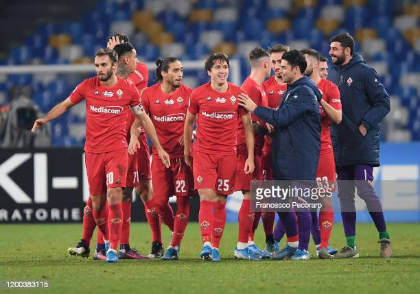 Federico Chiesa of ACF Fiorentina celebrates with his teammates after scoring the 01 goal during the Serie A match between SSC Napoli and ACF...