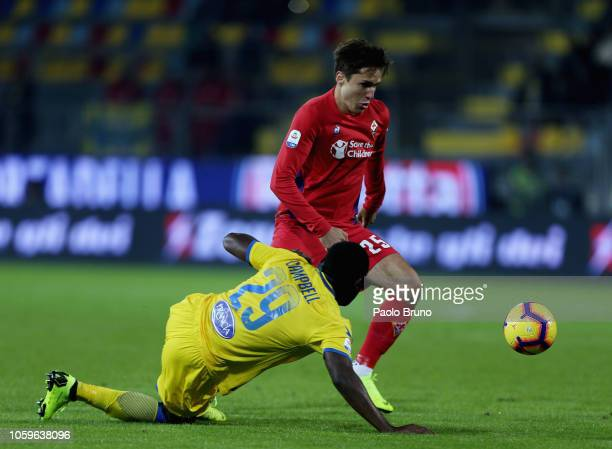 Federico Chiesa of ACF Fiorentina competes for the ball with Joel Nathaniel Campbell of Frosinone Calcio during the Serie A match between Frosinone...