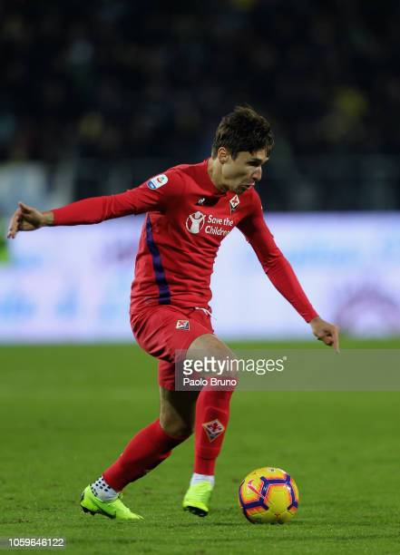 Federico Chiesa of ACF Fiorentina in action during the Serie A match between Frosinone Calcio and ACF Fiorentina at Stadio Benito Stirpe on November...