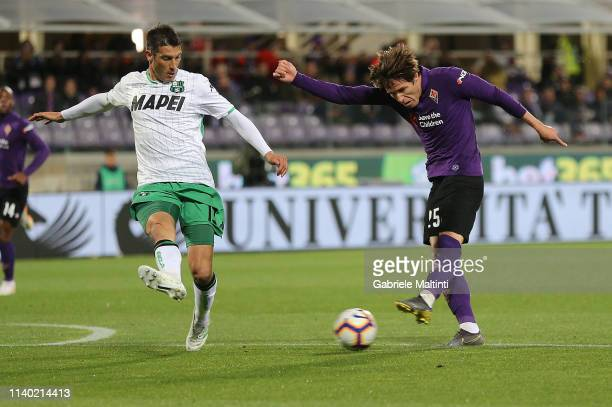 Federico Chiesa of ACF Fiorentina in action during the Serie A match between ACF Fiorentina and US Sassuolo at Stadio Artemio Franchi on April 29...