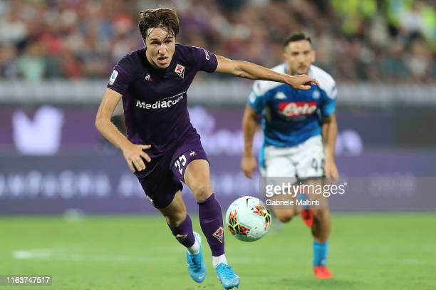 Federico Chiesa of ACF Fiorentina in action during the Serie A match between ACF Fiorentina and SSC Napoli at Stadio Artemio Franchi on August 24...