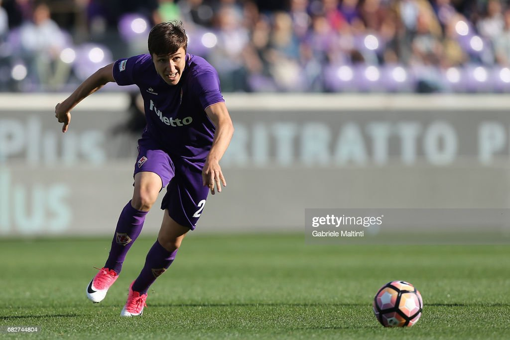 Federico Chiesa of ACF Fiorentina in action during the Serie A match between ACF Fiorentina and SS Lazio at Stadio Artemio Franchi on May 13, 2017 in Florence, Italy.