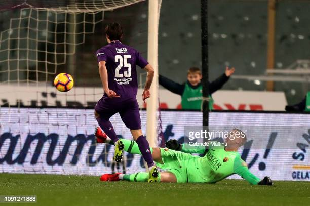 Federico Chiesa of ACF Fiorentina scores a goal during the Coppa Italia match between ACF Fiorentina and AS Roma at Stadio Artemio Franchi on January...