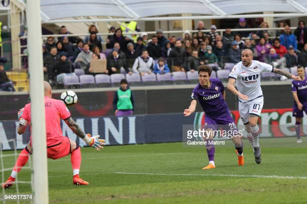 Federico Chiesa of ACF Fiorentina scores a goal during the serie A match between ACF Fiorentina and FC Crotone at Stadio Artemio Franchi on March 31...