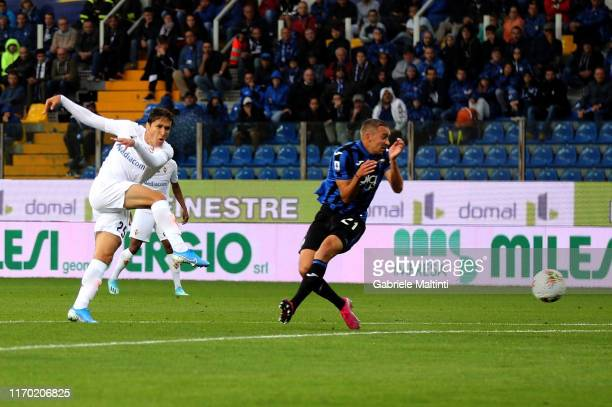 Federico Chiesa of ACF Fiorentina scores the opening goal during the Serie A match between Atalanta BC and ACF Fiorentina at Gewiss Stadium on...
