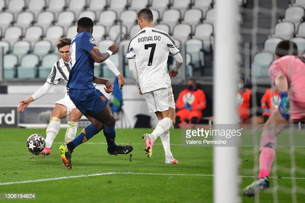 Federico Chiesa of Juventus scores their side's first goal past Agustin Marchesin of Porto during the UEFA Champions League Round of 16 match between...