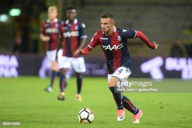 Federico Di Francesco of Bologna FC in action during the Serie A match between Bologna FC and FC Internazionale at Stadio Renato Dall'Ara on...