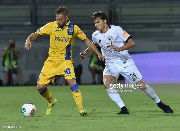 Federico Dionisi of Frosinone Calcio and Salvador Ferrer Canals of Spezia Calcio in action during the Serie B Playoff Final first leg match between...