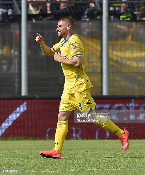 Federico Dionisi of Frosinone celebrates after scoring the goal 30 during the Serie B match between Frosinone Cacio and FC Crotone at Stadio Matusa...