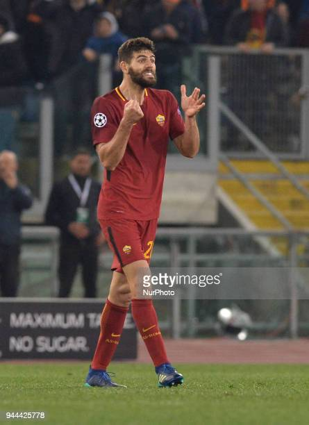 Federico Fazio celebrates during the UEFA Champions League quarter final match between AS Roma and FC Barcelona at the Olympic stadium on April 10...