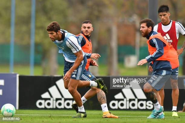 Federico Fazio of Argentina fights for the ball with Mauro Icardi and Lionel Messi of Argentina during a training session at 'Julio Humberto...