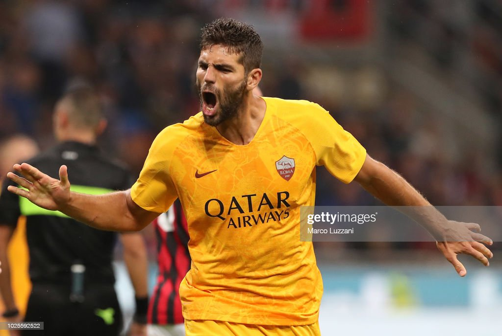 Federico Fazio of AS Roma celebrates after scoring the first goal of his team during the serie A match between AC Milan and AS Roma at Stadio Giuseppe Meazza on August 31, 2018 in Milan, Italy.