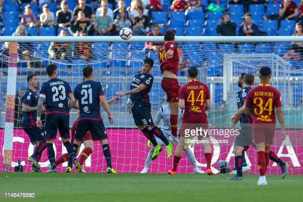 Federico Fazio of AS Roma scores a goal during the Serie A match between AS Roma and Cagliari at Stadio Olimpico on April 27, 2019 in Rome, Italy.