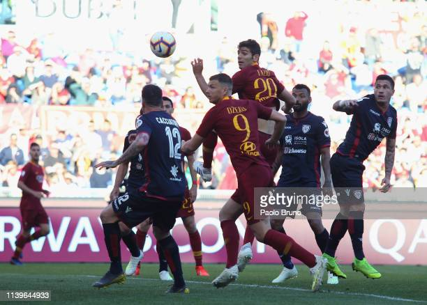 Federico Fazio of AS Roma scores the opening goal during the Serie A match between AS Roma and Cagliari at Stadio Olimpico on April 27 2019 in Rome...