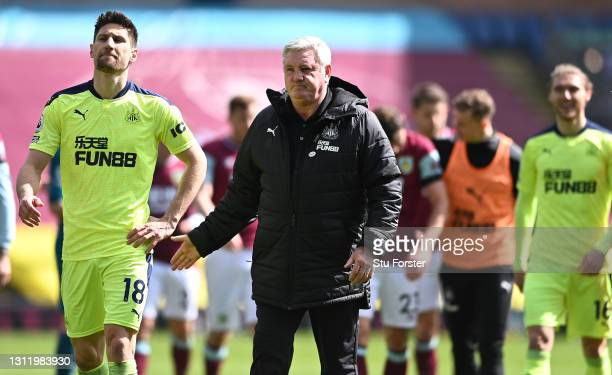 Federico Fernandez of Newcastle is congratulated by Manager Steve Bruce after the Premier League match between Burnley and Newcastle United at Turf...