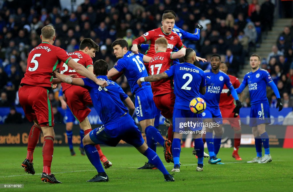 Federico Fernandez of Swansea City scores his sides first goGordon Reid of Scotland during the Premier League match between Leicester City and Swansea City at The King Power Stadium on February 3, 2018 in Leicester, England.