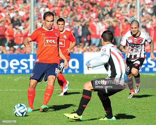 Federico Insua of Independiente receives the ball during a match between Independiente and Patronato as part of Primera B Nacional 2014 at...