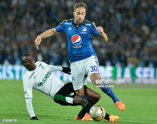 Federico Insua of Millonarios struggles for the ball with Kevin Balanta of Deportivo Cali during a first leg match between Millonarios and Deportivo...