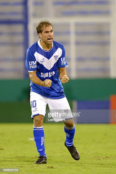 Federico Insua of Velez Sarsfield celebrates his goal against Velez Sarsfield during a match between Estudiantes and Velez as part of AFA Torneo...