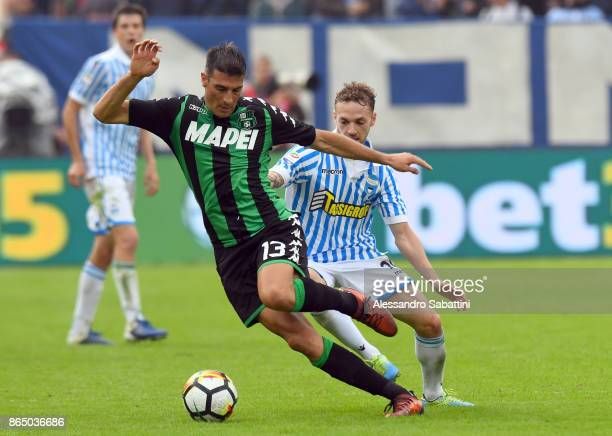 Federico Peluso of US Sassuolo competes for the ball whit Manuel Lazzari of Spal during the Serie A match betweenSpal and US Sassuolo at Stadio Paolo...