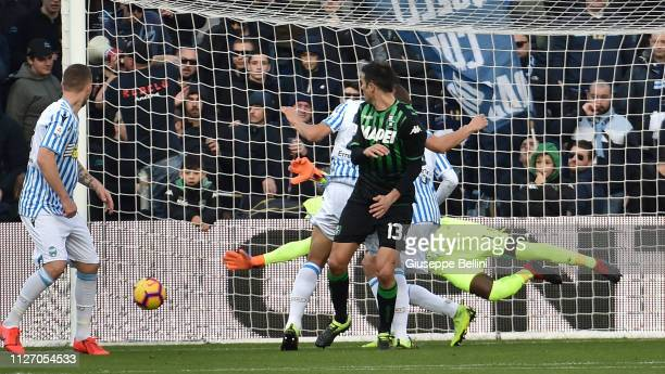 Federico Peluso of US Sassuolo scores the opening goal during the Serie A match between US Sassuolo and SPAL at Mapei Stadium Citta' del Tricolore on...