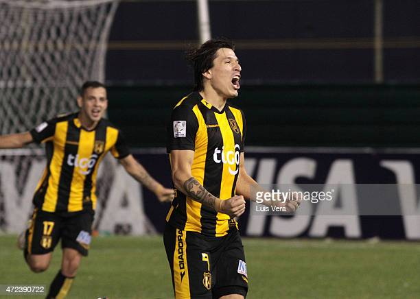 Federico Santander of Guarani celebrates after scoring the first goal of his team during a first leg match between Guarani and Corinthians as part of...