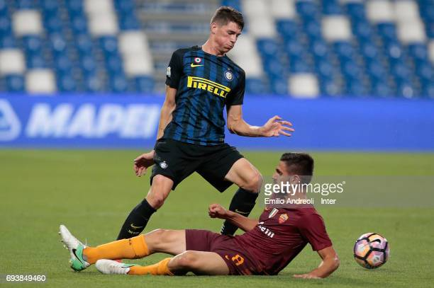 Federico Valietti of FC Internazionale Milano competes for the ball with Emanuele Spinozzi of As Roma during the Primavera TIM Playoffs match between...