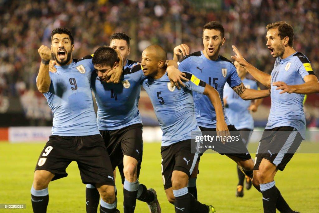 Paraguay v Uruguay - FIFA 2018 World Cup Qualifiers : Foto di attualità