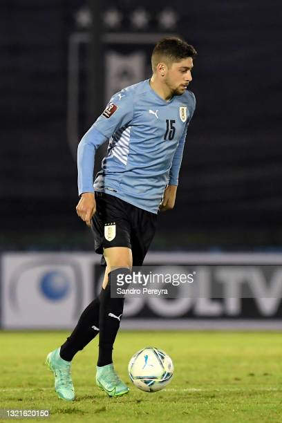 Federico Valverde of Uruguay controls the ball during a match between Uruguay and Paraguay as part of South American Qualifiers for Qatar 2022 at...