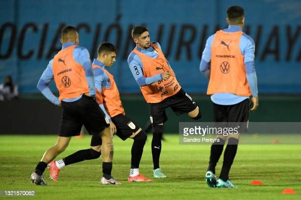 Federico Valverde of Uruguay warms up with teammates prior to a match between Uruguay and Paraguay as part of South American Qualifiers for Qatar...