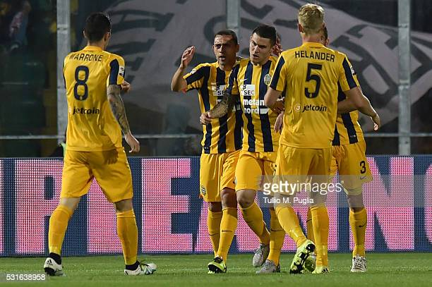 Federico Viviani of Hellas Verona celebrates after scoring the equalizing goal during the Serie A match between US Citta di Palermo and Hellas Verona...