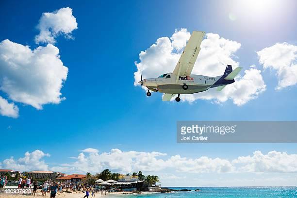 FedEx livraison par petit avion