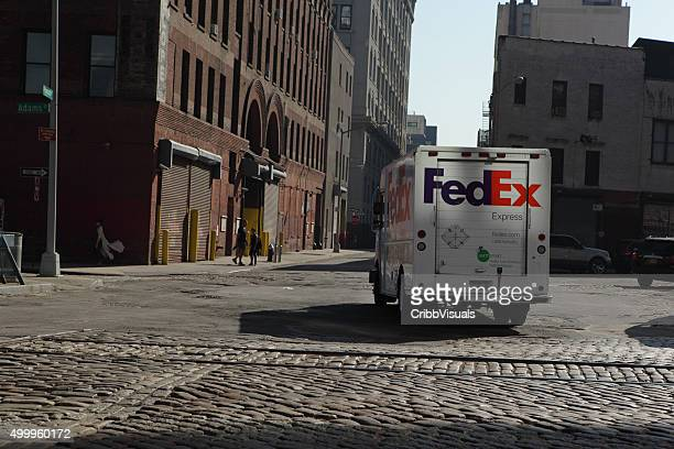 fedex truck makes a delivery in dumbo brooklyn - fedex truck stock pictures, royalty-free photos & images