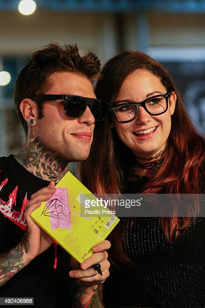 """Fedez show his album with his fan. The Italian rapper Fedez has met hundreds of his fans to autograph the repack album """"Pop-Hoolista"""", titled..."""