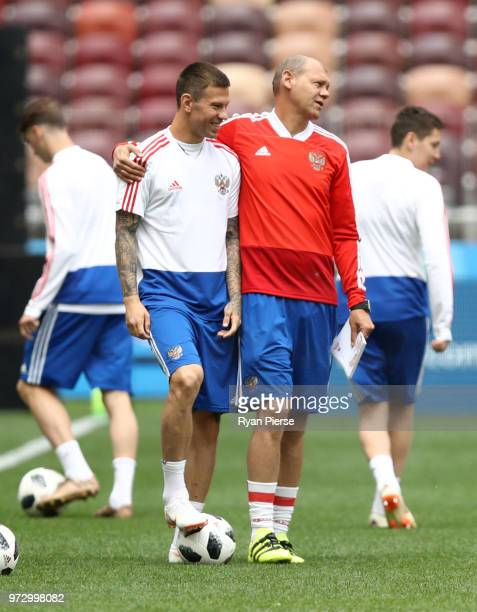 Fedor Smolov of Russia is spoken to by a coach during a Russia training session ahead of the 2018 FIFA World Cup opening match against Saudia Arabia...