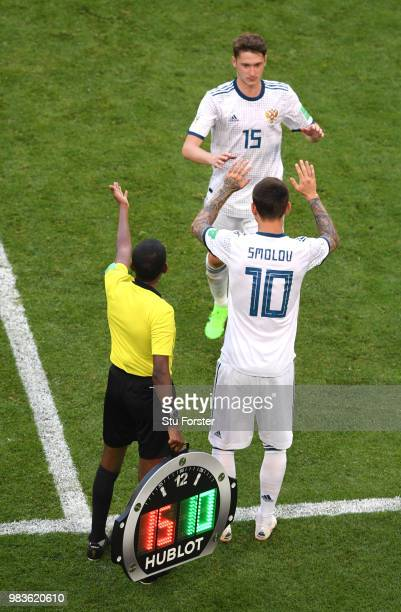 Fedor Smolov of Russia substitutes Alexey Miranchuk during the 2018 FIFA World Cup Russia group A match between Uruguay and Russia at Samara Arena on...