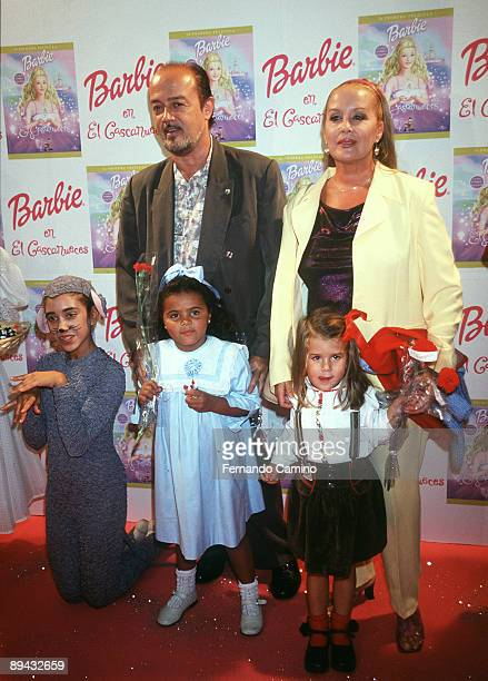 Fedra Lorente his husband and his daughters during the presentation of the movie Barbie in the Nutcracker