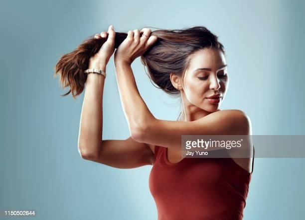 me siento tan bien como mi pelo se ve - suavidad fotografías e imágenes de stock