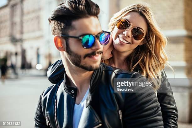 feeling happy together - zonnebril stockfoto's en -beelden