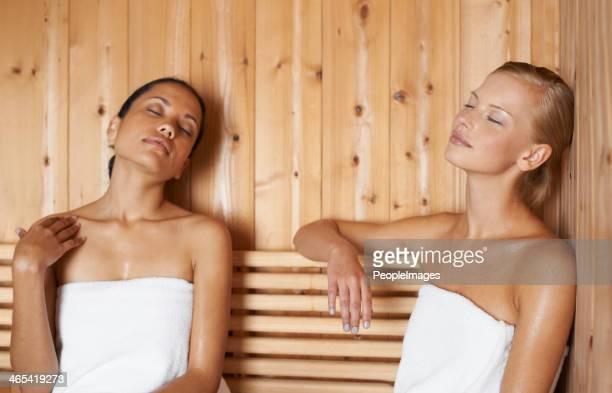 Sentir os músculos a relaxar, o vapor soothes -