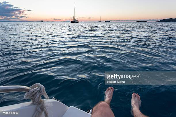 feet dangling in the ocean - good condition stock pictures, royalty-free photos & images