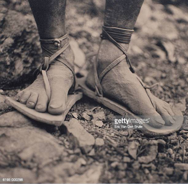 feet in sandals - eric van den brulle stock pictures, royalty-free photos & images