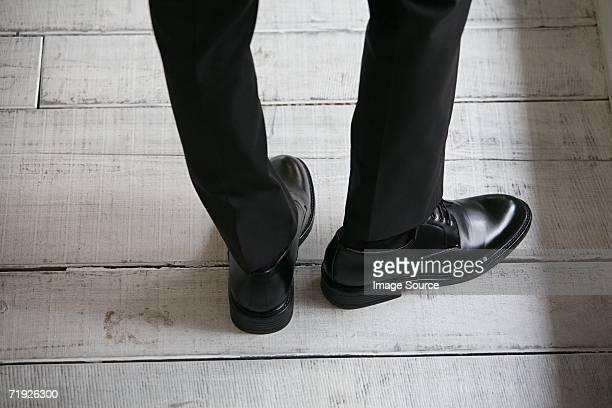 Pieds d'un homme d'affaires