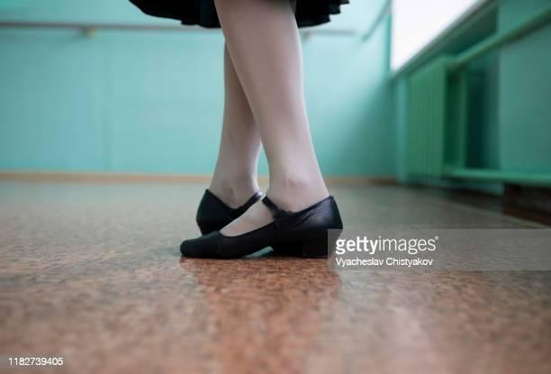feet of ballet dancer wearing black shoes - nylon feet stockfoto's en -beelden