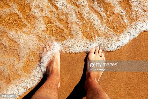 feet on beach - toe stock pictures, royalty-free photos & images