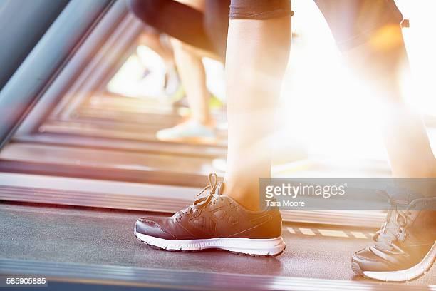 feet on running machine