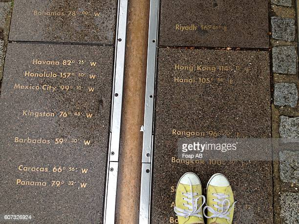 feet on the greenwich meridian - breitengrad stock-fotos und bilder