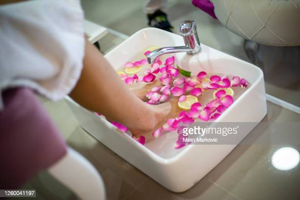 feet spa treatment - foot massage - relaxation - reflexology stock pictures, royalty-free photos & images