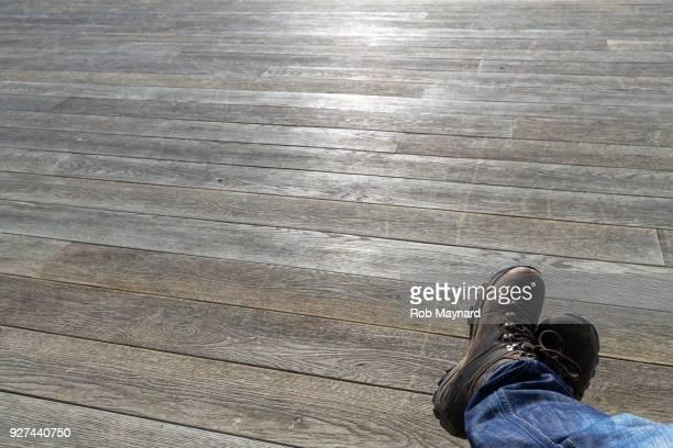 feet up at the decking - food journal stock-fotos und bilder