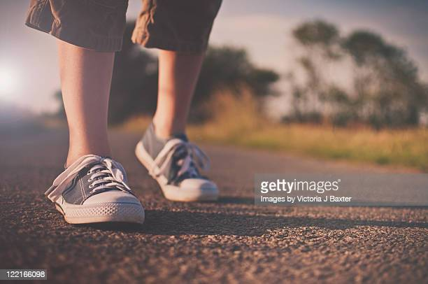 feet walking on country road - 16:9 ストックフォトと画像